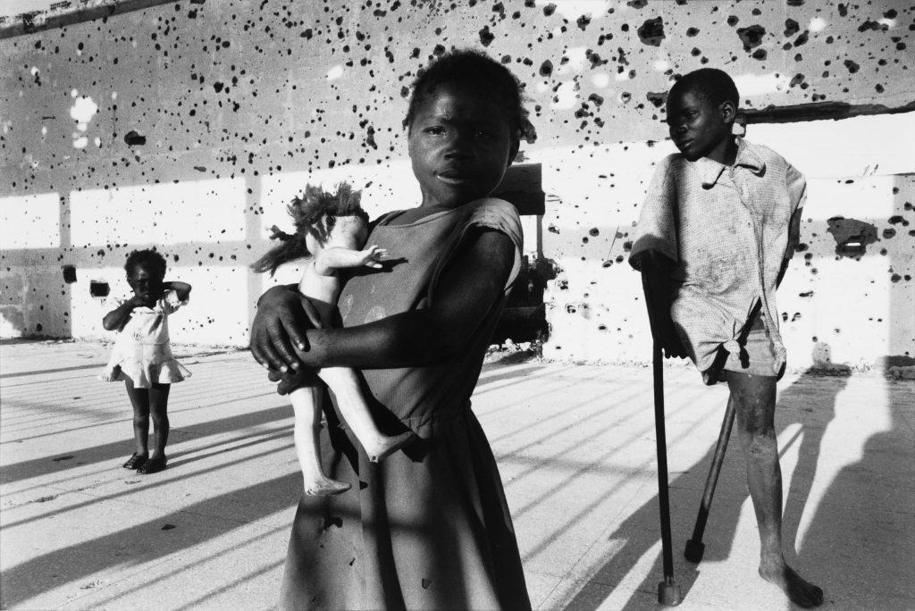 1996. Angola'da iç savaştan şaşkın çocuklar. Fotoğraf: Francesco Zizola, İtalya