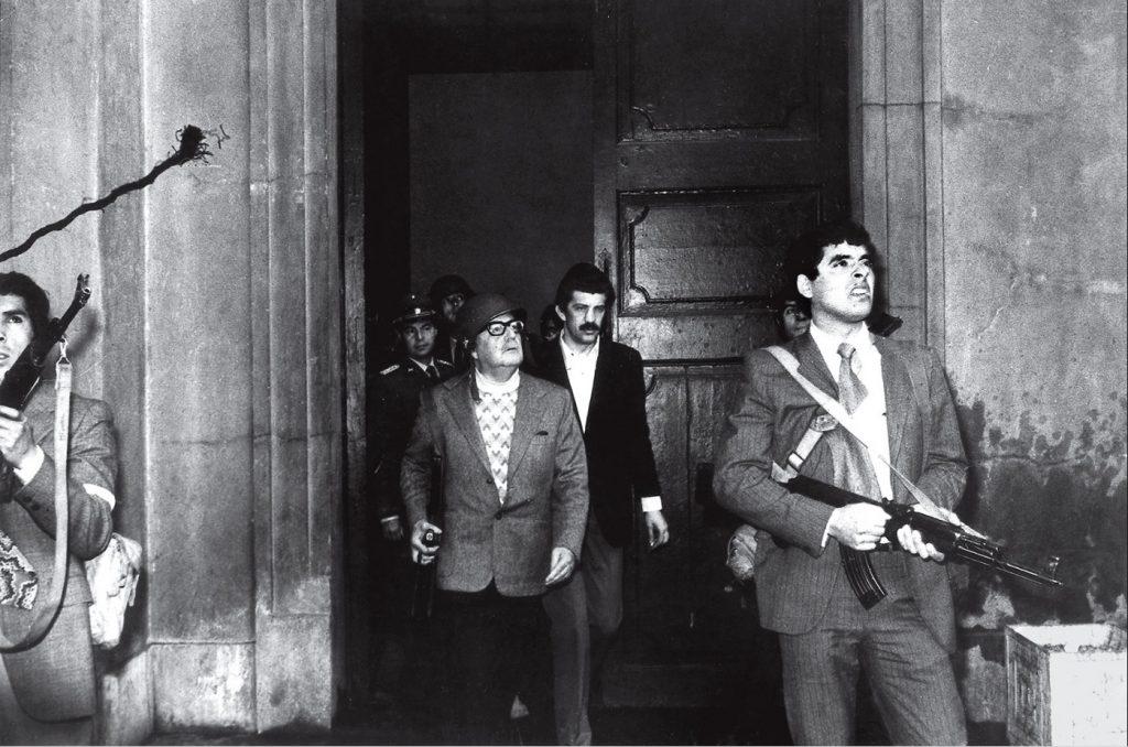 1973. Şili'nin seçilen cumhurbaşkanı Salvador Allende darbe sırasında öldürülmeden birkaç saniye önce. Fotoğraf: Bilinmeyen fotoğrafçı